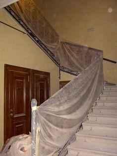 13.12.2010 Ein königlicher Aufgang! Outdoor Furniture, Outdoor Decor, Valance Curtains, Hammock, Roots, Home Decor, Hammocks, Interior Design, Home Interior Design