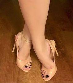 Hot Heels, Sexy High Heels, Beautiful High Heels, Open Toe High Heels, Sexy Legs And Heels, Gorgeous Feet, High Heels Stilettos, Women's Pumps, Feet Soles