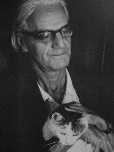 """Ottlik Géza  """"Az egyetlen valódi okunk a derűlátásra: a macska. Ezt a kis prémes ragadozót semmi más módon nem lehetett volna ezer és ezer éven át hozzánk szelídíteni, mint rendíthetetlen, ellenszolgáltatást nem váró, feltétel nélküli szeretettel. A szépsége abszolút imádatával – a szabadsága, függetlensége teljes tiszteletben tartásával."""""""