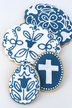 I love the deep blue against the white stenciling.  @Gloriebee #easter #egg #cookie