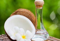 #RemediosCaserosParaElAcné - Aceite de Coco como humectante natural -> Después de limpiar tu piel, aplica un capa fina de aceite de coco, deja actuar 15min y limpia el acceso de aceite - Aprovecha sus propiedades antimicrobianas, y contenido de vitamina E para lograr una piel hermosa