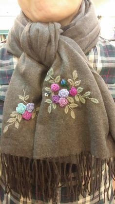 목토리에 핀 꽃 Hand Embroidery Flowers, Embroidery On Clothes, Embroidered Clothes, Ribbon Embroidery, Embroidery Designs, Embroidery Alphabet, Crewel Embroidery, Loom Knitting, Baby Knitting