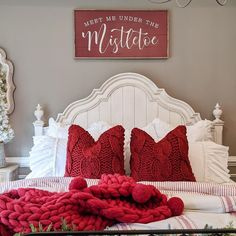 (C) Bridgewaydesigns | (C) Antiquefarmhouse | Home Decoration Ideas | Interior Decor Inspiration #homedecoration #interiordesign #interiordecor #homeinteriordecor #homedecorationideas #bedroomdecoration #bedroomdecorideas #christmasdecoration #festivemood #festivaldecor Cosy Bedroom Decor, Christmas Decorations For The Home, Under The Mistletoe, Antique Farmhouse, Christmas Mood, Home Decor Inspiration, Interior Decorating, Decorating Ideas, Master Bedroom