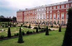 Hampton Court: Another main residence of Queen Elizabeth l
