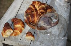 U nás na kopečku: máslový croissant Croissant, Bread, Food, Basket, Brot, Essen, Crescent Roll, Baking, Meals