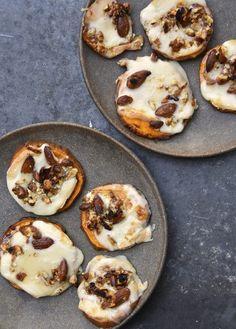 Zoete aardappel belegd met taleggio en truffel