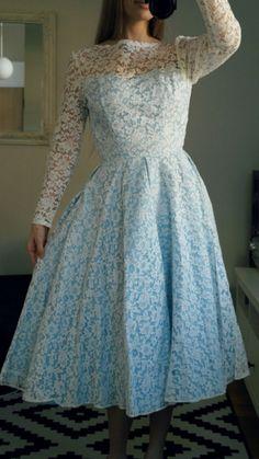 bf4596e36873 14 bästa bilderna på Klänningar | Clothing, Vintage gowns och Cute ...