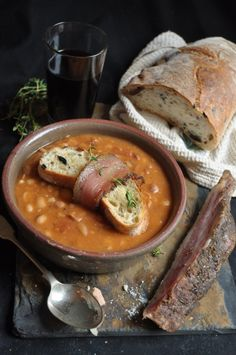 Bean soup - Had a lovely looking beef and bean soup in Graskop but totally dislike red sugar beans. Maybe replace the red sugar beans with haricot or canneli? Red Bean Soup, White Bean Soup, Grilling Recipes, Cooking Recipes, Veg Recipes, Recipies, Bean Soup Recipes, Sour Soup, Gnocchi Recipes