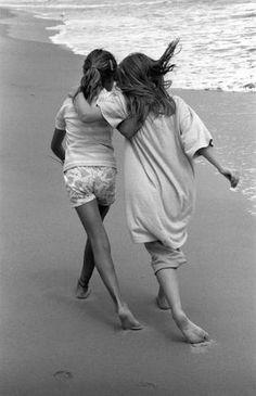 federer7:  Sisterhood, 1989© Harold Feinstein