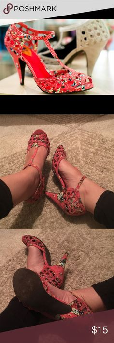 pink floral rocket dog heels 🌺 in good used condition Rocket Dog Shoes Heels