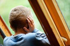 Добровольцам надо прекратить бегать в детские дома с подарочками и песнями-плясками