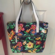 NWTKate Spade Zip Bon Shopper Beautiful floral Bon Shopper with wipe able fabric. Floral perfect for spring!  Outside zip compartment. Double leather shoulder handles. Kate Spade gold emblem. Purchased at Bloomingdales.  kate spade Bags