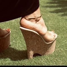 highheels love (@shoeslove18) • Instagram photos and videos Long Toenails, Gorgeous Feet, Beautiful, Women's Plus Size Swimwear, Pretty Toes, Female Feet, Sexy Feet, High Heels, Wedges