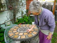 Turn your glass-topped patio table into a mosaic work of art. Mosaic Crafts, Mosaic Projects, Cement Crafts, Stone Crafts, Mosaic Glass, Mosaic Tiles, Stained Glass, Mosaics, Tile Tables