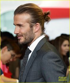 David Beckham is an official legend: soccer star, a multi-millionaire businessman, heart-warming father and husband to a pop star turned fashion designer. Want to learn how to dress like David Beckham? David Beckham Long Hair, David Beckham Suit, David Beckham Style, Trending Hairstyles For Men, Top Hairstyles For Men, Haircuts For Men, Fashion Hairstyles, Hairstyle Men, Hairstyles Haircuts