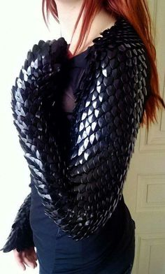Obsidian scales shrug made to order by Silmarilclothing on Etsy Cool Costumes, Cosplay Costumes, Larp, Steampunk Accessoires, Dragon Costume, Fantasy Costumes, Inspiration Mode, Chain Mail, Looks Cool