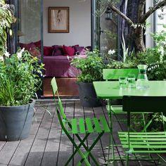 Petit jardin dans un ancien garage Citroën transformé en duplex ouvert et champêtre