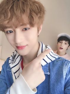 imagen descubierto por ❥nιĸĸι kate. Descubre (¡y guarda!) tus propias imágenes y videos en We Heart It Bts, Daegu, Blutgruppe Ab, Korean Boy Bands, Korean Guys, Twitter Update, Selfie, Close Up, Boy Groups