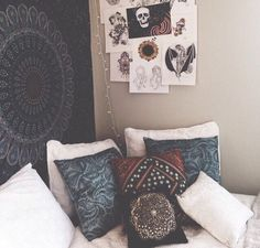 Tapestry and throw pillows boho room, indie dorm room, indie hipster room. Indie Dorm Room, Indie Bedroom, Hippie Bedrooms, Cosy Bedroom, Trendy Bedroom, White Bedroom, My New Room, My Room, Tumblr Rooms