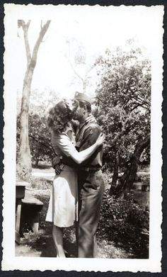 """...everything is gone except traces of you inside me - and the years like the wind are sweeping those away ..."" ― John Geddes Vintage Romance, Vintage Kiss, Vintage Couples, Vintage Love, Vintage Clip, Vintage Black, Vintage Style, Vintage Photos, Vintage Photographs"