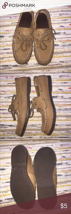 Land's End Boy's Sperrys, size has rubbed off Land's End knock off Sperry's. Look to be a size 2.5, but the sizing has rubbed off. Shoe measures 8 3-4 inches from tip to sole. See picture. Lands' End Shoes Dress Shoes