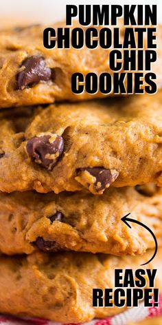 These pumpkin chocolate chip cookies are moist and almost cake-like. When served with a glass of cold milk, fresh from the oven, they melt in your mouth. Pumpkin Chocolate Chip Cookies, Chocolate Cookie Recipes, Easy Cookie Recipes, Recipes With Chocolate Chips, Köstliche Desserts, Dessert Recipes, Recipes Dinner, Chip Cookie Recipe, Pumpkin Pie Cookies Recipe