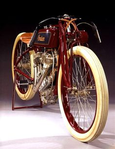 Indian Motorcycles survived for over 50 years by keeping a step ahead of the competition (chiefly Harley-Davidson) and remaining innovative. Motos Vintage, Vintage Indian Motorcycles, Antique Motorcycles, American Motorcycles, Triumph Motorcycles, Vintage Bikes, Custom Motorcycles, Indian Motorbike, Harley Davidson