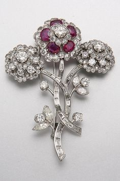 PLATINUM, DIAMOND AND RUBY BROOCH 151 diamonds approx 10.75 cts, 1 diamond missing.