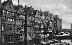 Hamburg, Häuserzeile am Wasser. Foto, um 1920.