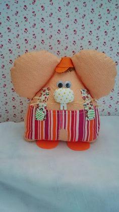 Ratoncito guarda dientes,tonos naranja, tamaño 30x27 cm aprox, realizado con telas de algodón en diferentes estampados.