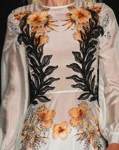 patternprints journal it Couture Details, Fashion Details, Milan Fashion, Couture Fashion, Fashion Today, Ss 15, Spring Summer 2015, Print Patterns, Runway