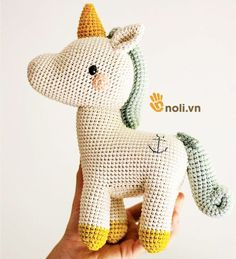Animal Friends of Pica Pau by Yan Schenkel Crochet Horse, Crochet Unicorn, Crochet Bunny, Crochet Animals, Crochet Yarn, Crochet Stitches, Amigurumi Toys, Amigurumi Patterns, Crochet Patterns