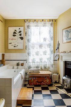 Best Interior, Interior Design, Interior Architecture, Checkerboard Floor, Instagram Accounts To Follow, London House, Traditional Bathroom, Custom Cabinets, Decoration