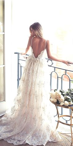 Brides dress. All brides think of finding the ideal wedding day, however for this they need the perfect wedding gown, with the bridesmaid's outfits actually complimenting the brides-to-be dress. These are a few ideas on wedding dresses.