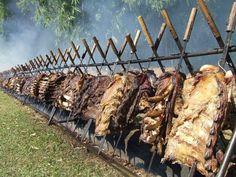 Alimentos da culinária sulista, apresentação cultural e itens artesanais de vestimenta e decoração compõem a 3ª edição da Fenasul.