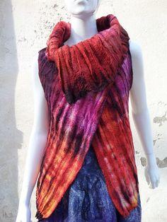 Gilet laine feutrée shibori : Pulls, gilets par arlatine
