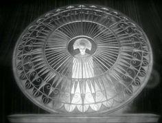 Brigitte Helm in Metropolis directed by Fritz Lang, 1927 Metropolis Fritz Lang, Metropolis 1927, Harlem Renaissance, Les Aliens, Tv Movie, Art Deco, Art Nouveau, Chef D Oeuvre, Chiaroscuro