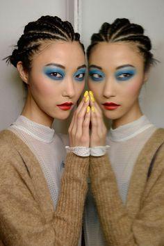 Für das Nagellackjahr 2015 gilt: Kombinieren Sie Ihren Nagellack passend zum Augen-Make-up. Bei Nail Art bleiben Sie puristisch
