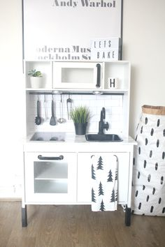 ikea play kitchen diy makeover ikea play kitchen plays and kitchens. Black Bedroom Furniture Sets. Home Design Ideas