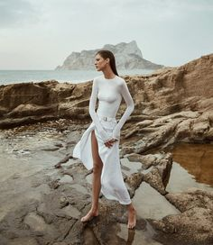 Rasa Valentino Poses in All White Looks for Mujer Hoy - Rasa Valentino graces the pages of Mujer Hoy's June 2018 issue. White Editorial, Beach Editorial, Editorial Photography, Fashion Shoot, Look Fashion, Editorial Fashion, Vogue Editorial, India Fashion, Street Fashion