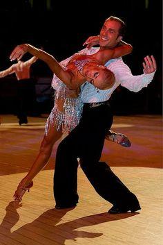 Benim de spor olarak yapmış olduğum latin dansı 5farklı dans türünden oluşmaktadır.Samba,cha cha,rumba,jive ve paso doble. Türkiyede de spor olduğu yaygın olarak bilinmese de TDSF(Türkiye dans sporları federasyonu)2006 yılında kurulmuştur ve belli aralıklarla yarışmalar düzenlenmektedir. Yarışmalarda E'den A'ya yükselen,seviyeye göre ayrılmış klasmanlar yer almaktadır. Dans sporcularının ülkemizden de katıldıkları uluslararası yarışmalar da vardır. Tartışmasız Türkiye'den çok daha…