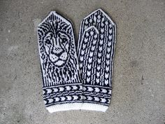 Ravelry: The King of Africa pattern by Natalia Moreva Mittens Pattern, Knit Mittens, Knitted Gloves, Knitting Socks, Hand Knitting, Africa Tattoos, Inspirational Wallpapers, Winter Warmers, Christmas Knitting