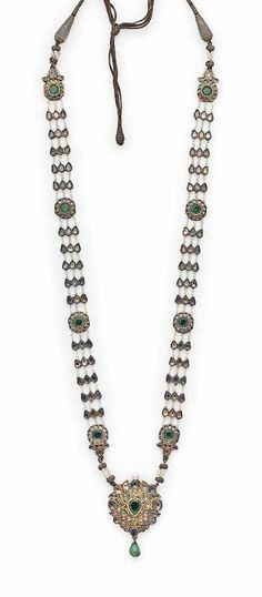 A FINE PEARL, HARDSTONE AND enamelled gold necklace.. Mughal India..19th century. Mens Gold Jewelry, Royal Jewelry, Diamond Jewelry, Bohemian Jewelry, Indian Jewelry, Wedding Jewelry, Bridal Jewellery, Antique Jewellery, Gold Jewellery
