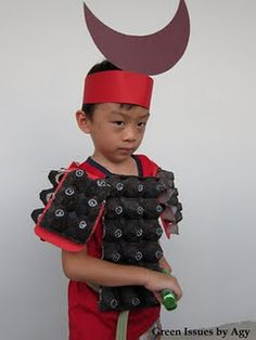 Now this is the coolest home made outfit I have ever seen! A Samurai made from recycled things. Great Halloween or trick-or-treat costume made from repurposed egg cartons! Recycled Costumes, Recycled Crafts, Recycled Materials, Robot Costumes, Dress Up Costumes, Mulan Costumes, Easy Costumes, Halloween Costumes, Fashion Tips For Women
