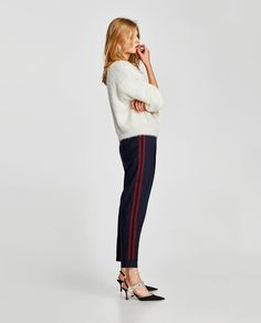 Flowing high waist trousers with an elastic waistband. Featuring side pockets, patch pockets with flaps on the leg, decorative button detail on the front and elastic cuffed hems. Zara Trousers, Trousers Women, Navy Blue Pants, Athleisure Wear, Joggers Womens, Sporty Look, Fashion 2017, Capsule Wardrobe, Autumn Fashion