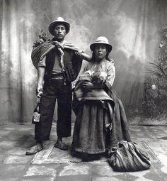 Famille de Cuzco, Pérou - 1948 Photographe : Irving Penn (1917 - 2009) #allaitement_et_travail