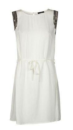 Vestido Ari  Vestido de tejido ligero. Detalle de avalorios en plata en la parte superior. Cordón para atar a la altura de la cintura.