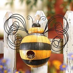 Bumble bee lodging.