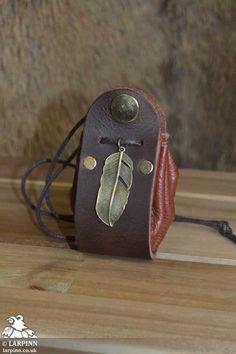 Leaf Stirrup Pouch - Brown