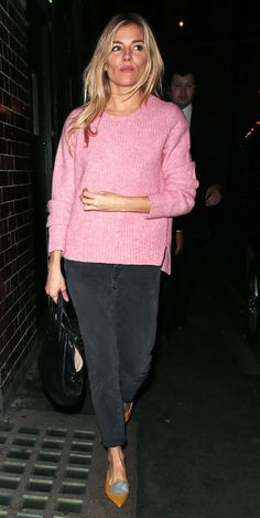 Sienna Miller's latest 'Cat on a Hot Tin Roof' outfit might just be her best yet, as she wore the perfect pink jumper. Click here to see — and shop — it!